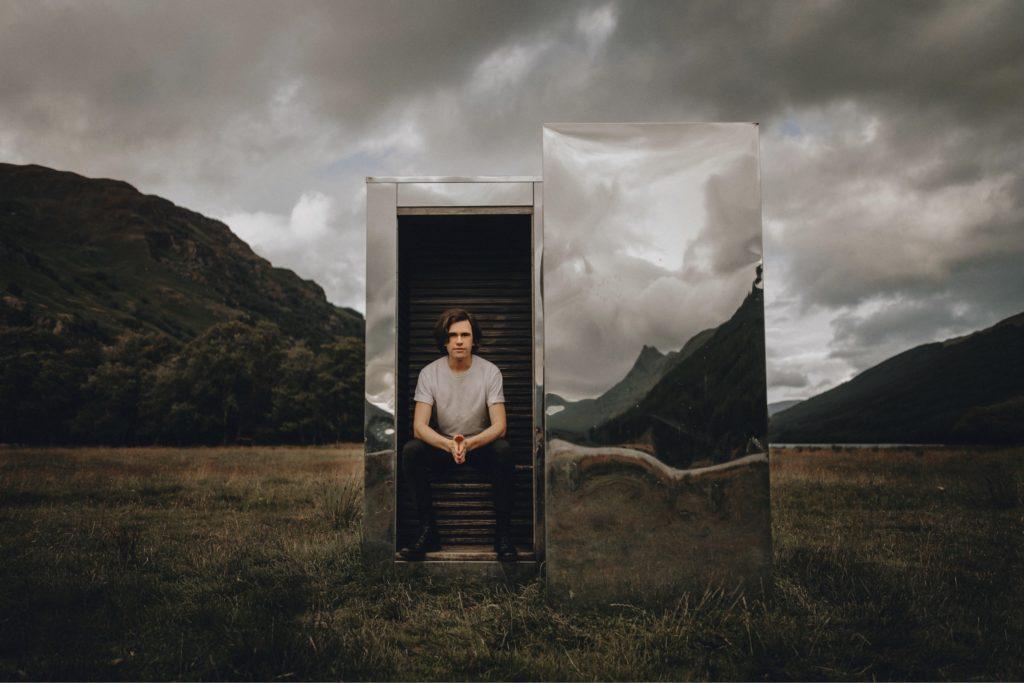 Scott Silvin, an illusionist